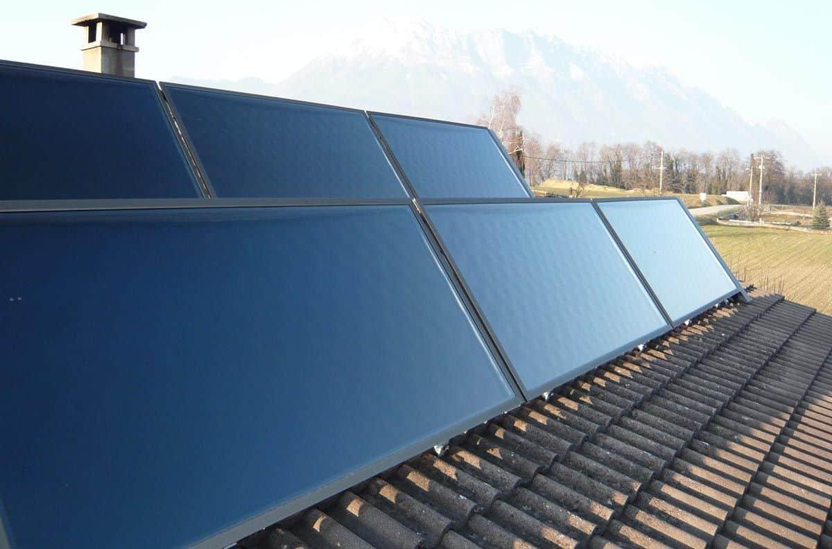 Panneau solaire thermique chassis-toit