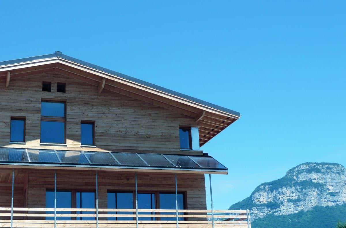 Panneau solaire thermique châssis-façade